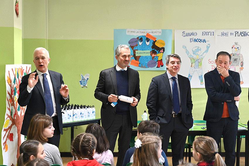Anche agli alunni delle scuole primarie della città una borraccia in dono 18mila borracce distribuite nell'anno scolastico 2019-2020