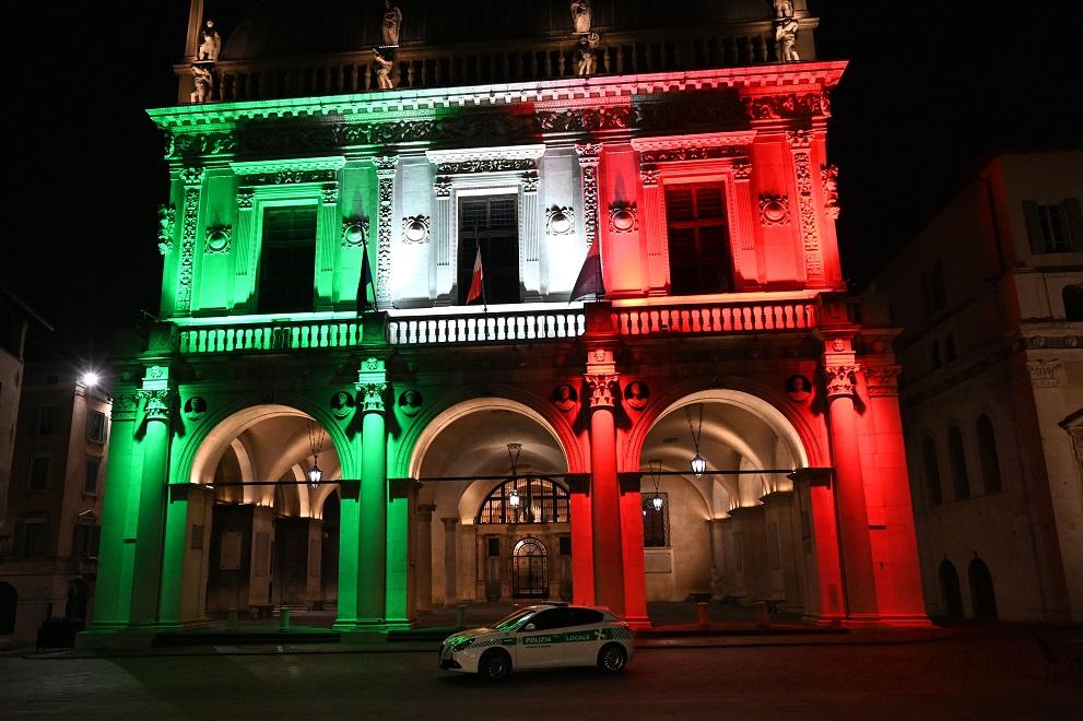 Coronavirus: A2A illumina con il tricolore Palazzo Marino ...
