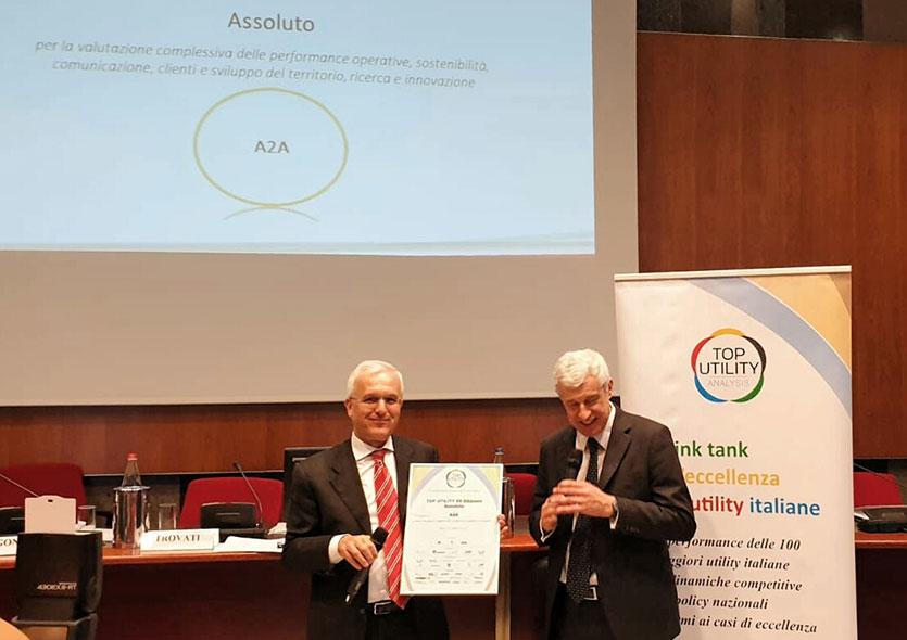 Il Presidente di A2A Giovanni Valotti ritira il premio Top Utility 2019